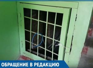 В подъезде вонь, а в подвале течет канализация, - жители дома №102 по улице Ленина