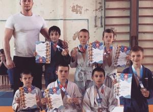 Команда дзюдоистов из Волгодонска стала серебряными призерами первенства Волгограда
