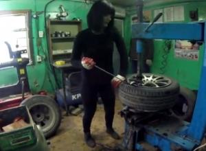 Шиномонтаж от девушки в розовых перчатках шокировал мужчин Волгодонска