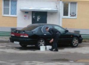 Волгодонский автовладелец загородил подъезд жилого дома ради блеска своей иномарки
