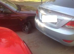 Брендовая авария с участием трех автомобилей Hyundai произошла в Волгодонске