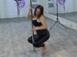 Чувственный и сексуальный танец у пилона продемонстрировала Анна Хажаева в конкурсе «Миссис Блокнот»