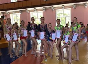 Волгодонские акробаты привезли 15 медалей с межрегиональных соревнований