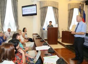 В администрации Волгодонска наградили победителей очередного конкурса по благоустройству домов