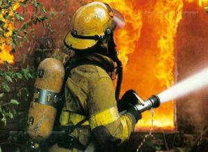 Двухквартирный дом сгорел в Дубовском районе
