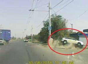 Момент «полета» такси на Жуковском шоссе запечатлел видеорегистратор