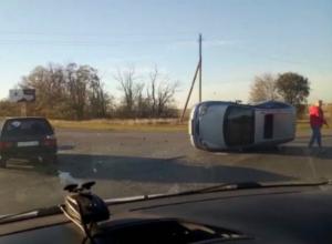 На выезде из Волгодонска иномарка перевернулась на бок после ДТП