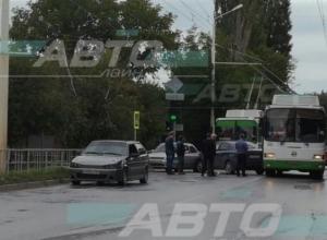 Три аварии на переулке Первомайский: утро в Волгодонске не задалось у пятерых водителей
