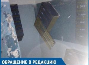 В Волгодонске на улице 30 лет Победы неизвестные за одну ночь разгромили подъезд