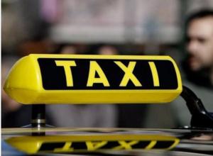 Таксист оставил на трассе семейную пару из Волгодонска из-за вырвавшего двухлетнего ребенка