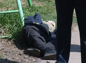 Мертвого мужчину нашли на остановке «Летний сад» в Волгодонске