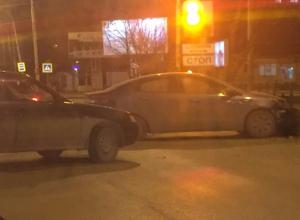 «ВАЗ» и KIA перегородили проспект Строителей в центре Волгодонска после ДТП