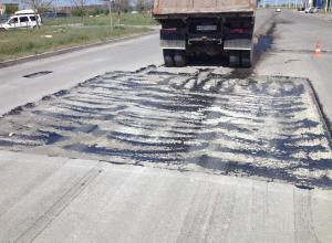 «Когда закончится этот беспредел?»: Автомобилисты возмущены отсутствием знаков возле  «ямы-убийцы» на проспекте Курчатова