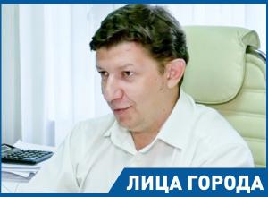 «Мой рабочий день никогда не заканчивается вовремя»: Сергей Ладанов рассказал о семье, работе и о планах сделать поликлиники более удобными