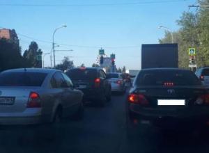 В утренний час-пик из-за ДТП «встали» мост и проспект Строителей