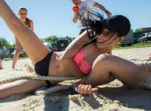 В ожесточенную борьбу переросло перетягивание каната в спортивном этапе «Мисс Блокнот»
