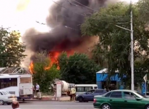 Пожар в бывшей автошколе на пятом километре Волгодонска попал на видео