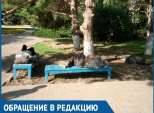 Бомжи устроили себе мини-лагерь возле рынка «Машенька», - волгодонцы боятся проходить мимо