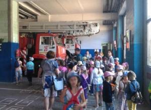 Юные волгодонцы стали свидетелями подготовки пожарных к реальному выезду на вызов