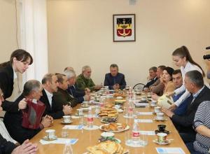 Лидеры политических партий Волгодонска, профсоюзных и национально-культурных  организаций обсудили проблемы города