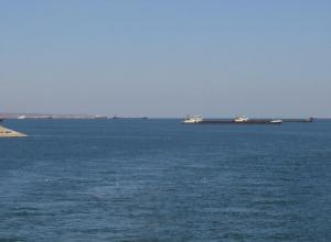 Десятки барж, танкеров и теплоходов застряли в очереди на шлюзование в Волгодонске, - очевидец