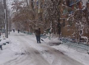«Зачем Волгодонск покупал снегоуборочную технику, если центральные улицы будет чистить подрядчик?» - депутаты раскритиковали планы ДСиГХ по уборке снега