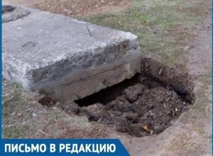 Разрытая яма и отсутствие освещения на одной из улиц Волгодонска чуть не стали причиной страшной трагедии