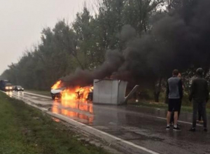 Появилось видео с места ДТП, где сгорели «Газель» и «БМВ» на трассе Ростов-Волгодонск