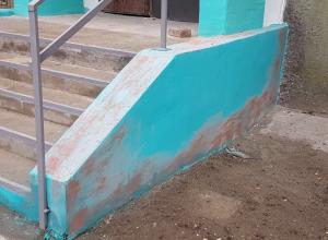 Кислотный дождь или некачественная краска: Что стало причиной конфуза коммунальщиков в Волгодонске