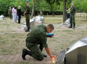 Десятки волгодонцев на рассвете зажгли «свечи памяти» в день начала Великой Отечественной войны