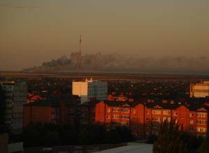 Горящая свалка окутала гарью и дымом Волгодонск