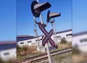 Вот такой у нас переезд в Волгодонске, - жители города обеспокоены состоянием оповещающих сигналов