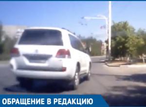 «Раз на джипе, значит все можно?»: Водитель иномарки подрезал машину с ребенком на «Мирном Атоме»