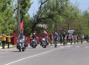 Депутаты, байкеры и спортсмены устроили велопробег в честь Дня Победы в Волгодонске
