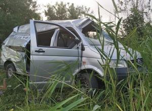 Трое мужчин погибли на трассе Ростов-Волгодонск в столкновении грузовика и микроавтобуса