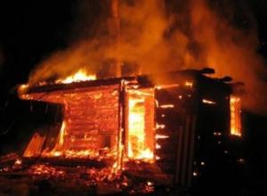 Пять сотрудников МЧС тушили загоревшуюся в Волгодонском районе баню