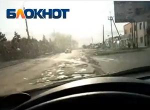 Водитель снял на видео ужасные ямы на дорогах Цимлянска