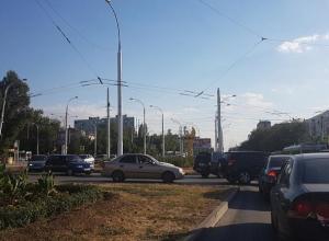Верните знак или выводите регулировщика в час пик, - волгодончанка об убранном дорожном знаке на кольце в районе Комсомольца