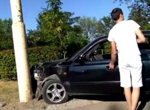 «Хендай» врезался в столб на Курчатова в Волгодонске