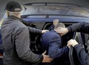 Волгодонца насильно усадили в машину, где избили и ограбили