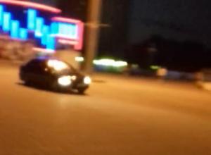 Сумасшедший дрифт на площади Курчатова устроил водитель «Лансера»