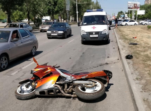 Мотоциклист пострадал в ДТП на проспекте Строителей