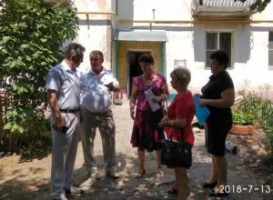Виктор Мельников посетил дом с провалившейся из-за капитального ремонта крышей