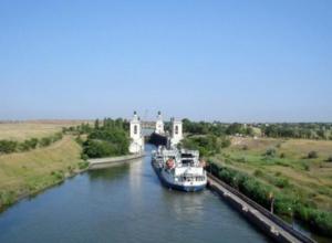 Теплоход «Таганрог» столкнулся с баржей в Волгодонске
