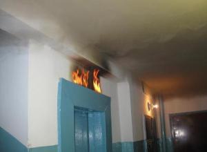Саркастическое видео сняли жители волгодонской многоэтажки с полностью сгоревшим лифтом