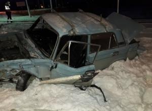 ВАЗ превратился в груду металла после столкновения с поездом в Волгодонске