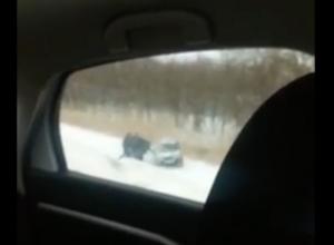 ВАЗ слетел в кювет с заснеженной трассы под Волгодонском