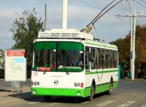 Поездка в троллейбусе для пожилой волгодончанки закончилась переломом шейки бедра