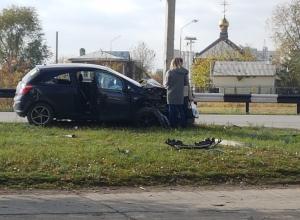 Девушка на «Опеле» влетела в столб на Весенней в Волгодонске