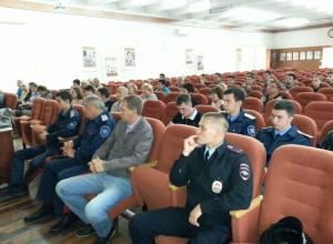 Приемы защиты без оружия и навыки оказания первой медпомощи показали дружинникам Волгодонска